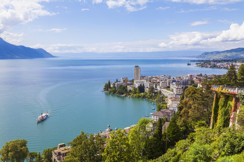 Schweiz, Kanton Waadt, Genfer See, Montreux, Stadtansicht, historischer Raddampfer