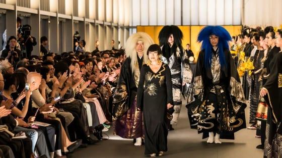 「風神雷神」と ファッションショー