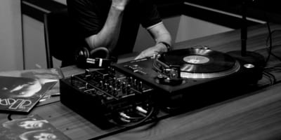 村上春樹とジャズ界レジェンドの共演・朗読イベント『村上JAM』の模様が2週連続でラジオ放送
